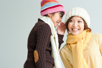 ナイショ話をしている日本人親子