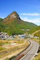 奈良県 曽爾村と鎧岳
