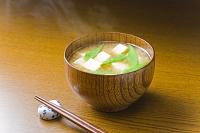 豆腐とさやえんどうの味噌汁
