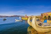 ペルー プーノ チチカカ湖 ウロス島 トトラ舟