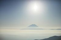 池の茶屋林道から見たたなびく雲海と富士山
