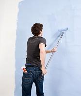 壁に色を塗る