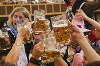 パーティーをする若者ドイツ