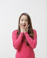 驚き顔の日本人女性