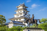 愛媛県 藤堂高虎像と今治城
