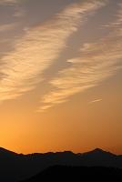 奈良県 秋の雲染まる山の朝
