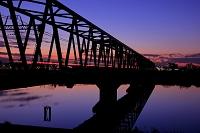 千葉県 江戸川の鉄橋の夕暮れ