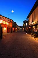 京都府 北野をどり上演時期の夕暮れの上七軒