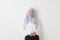 笑顔のムスリムの女性
