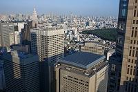 東京都 ソーラーパネルのある高層ビル