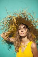 麦わら帽子の女性
