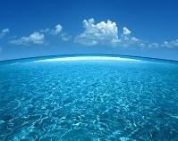 沖縄県・久米島 海と入道雲