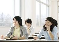 講義を受ける大学生たち