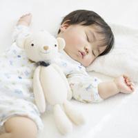 テディベアと日本人の赤ちゃん