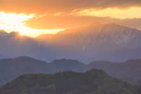 長野県 小川村 アルプス展望広場 爺ヶ岳と夕日