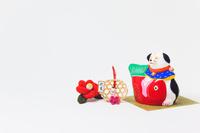 小幡土人形犬大福と正月飾り