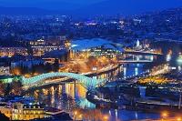 ジョージア トビリシの街と平和橋