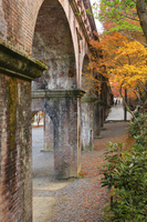 京都府 南禅寺 水路閣と紅葉