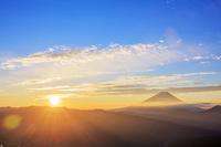山梨県 櫛形山林道より富士山と朝日
