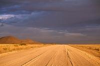 ナミビア ナミブ砂海 夕方 未舗装路