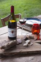赤ワインとサラミ