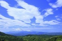 秋田県 由利本庄市 鳥海山と雲
