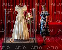 ベアトリス王女結婚式 衣装をウィンザー城で展示