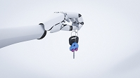 車のキーを掴んだロボットアーム
