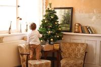 クリスマスツリーと男の子