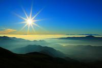 長野県 乗鞍 朝日と山並み