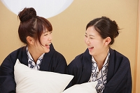 温泉旅館に宿泊する女性