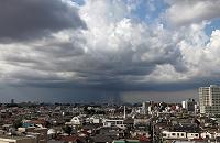 局地的に雨が降る様子 東京都 杉並区
