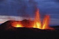 アイスランド エイヤフィヤトラヨークトル 噴火