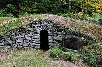 長野県 松本市 旧野麦街道 石室(旅人の冬期避難施設)