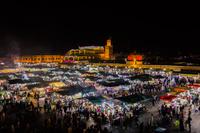 モロッコ ジャマ・エル・フナ広場の夜景
