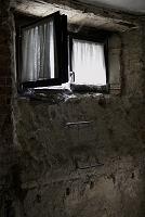 地下室の窓