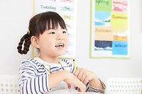 英会話を習う女の子