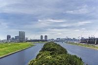 東京都 東雲運河とお台場方面のビル群