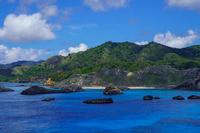 東京都 小笠原 南島 東尾根から見る父島 ジョンビーチ