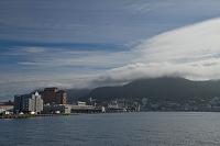 北海道 函館市 雲に覆われる函館山
