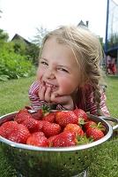 イチゴと外国人女の子