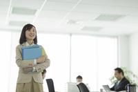 オフィスの日本人ビジネスウーマン