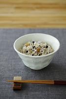 雑穀ご飯と箸