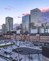 東京都 丸ビルから見た東京駅丸の内駅前広場 夕景
