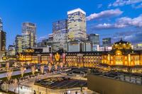 東京都 丸ビルから見た東京駅丸の内駅前広場 夜景
