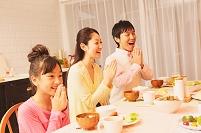 食卓イメージ 日本人家族