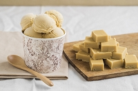 自家製のタフィーとキャラメルアイスクリーム