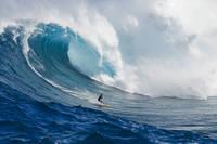 ハワイ 巨大波とサーファー