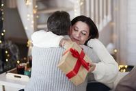 外国人のシニア夫婦 クリスマス