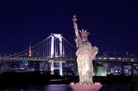 東京都 お台場の自由の女神像の夜景